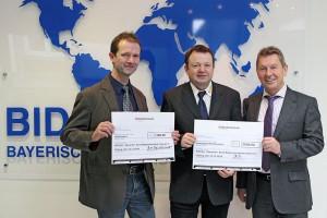 BID-Mitarbeiter unterstützen neuen Transporter des ASB Coburg mit 3.000 Euro.