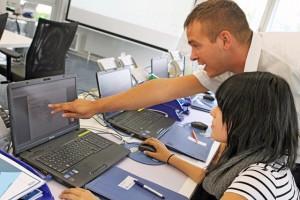 Die angehenden Inkasso-Profis eigenen sich in den mehrwöchigen Schulungen Fachwissen aus dem Forderungsmanagement an und absolvieren erste simulierte Praxiseinsätze.